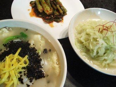 떡국 (Rice cake soup)