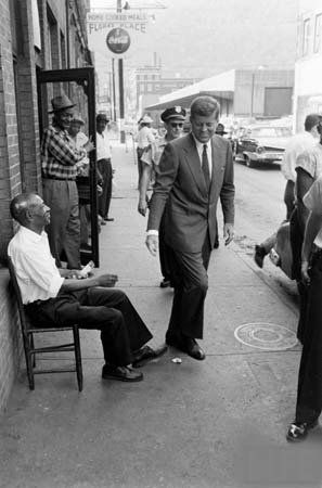1960 CANDIDATE JOHN F KENNEDY Campaigning in West Virginia PHOTO 159-I