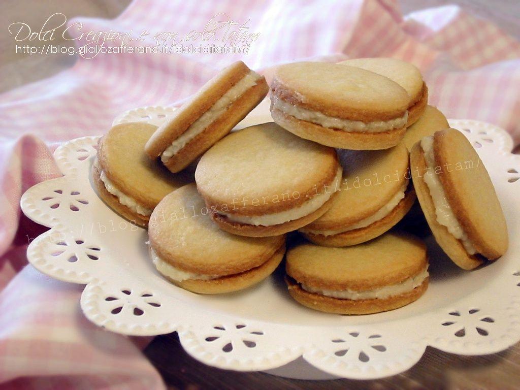Biscotti farciti con crema al limone: si preparano con soli 3 ingredienti, senza uova e senza lievito, ma sorprendentemente friabili e golosi.