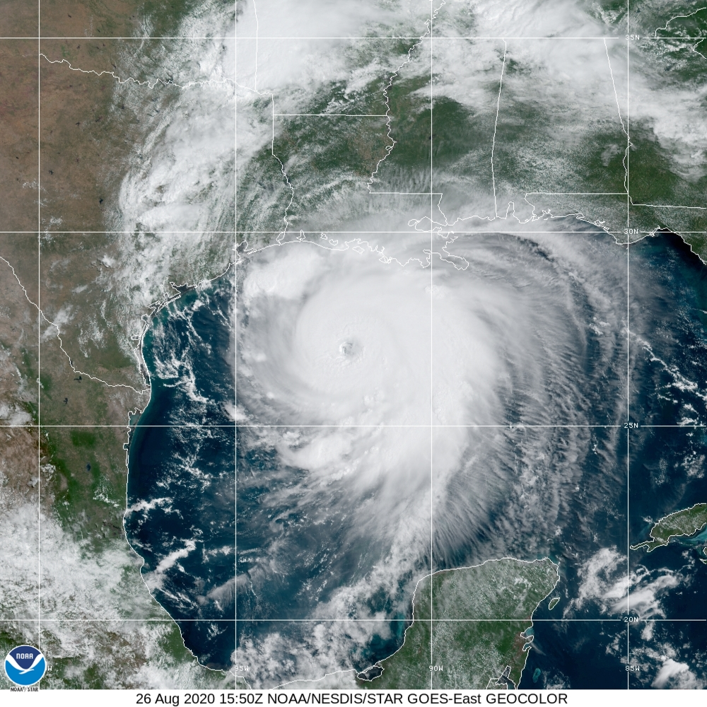 Hurricane Laura At 27 0 N 92 0 W Gulf Of Mexico Noaa True Color Daytime Multispectral Ir At Night In 2020 National Hurricane Center Hurricane Natural Disasters