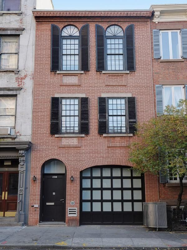 Warm West Village Apartment New York Townhouse Exterior Townhouse Designs House Exterior