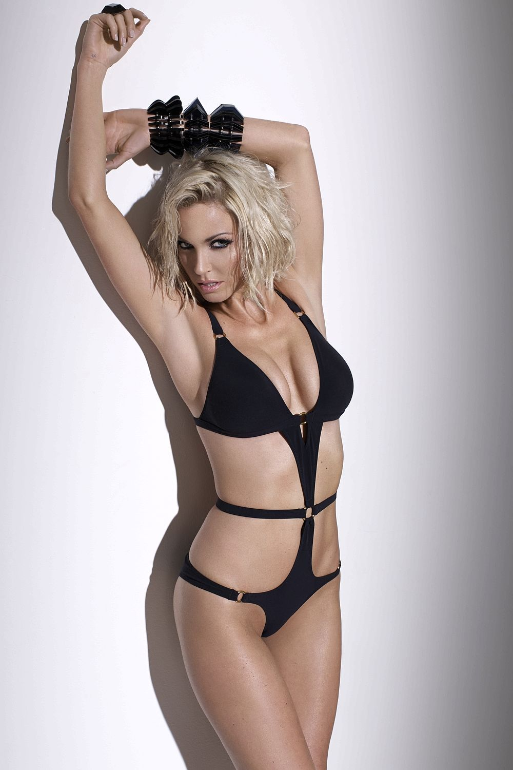 Sarah Harding shows off her ski bumps ahead of appearance ...
