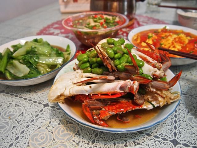 Crab with green peas