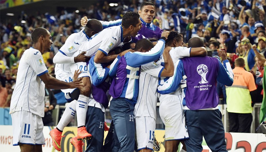 Los jugadores Hondurenos celebran el gol de Costly como si fuera ka fibal del torneo. June 20, 2014.