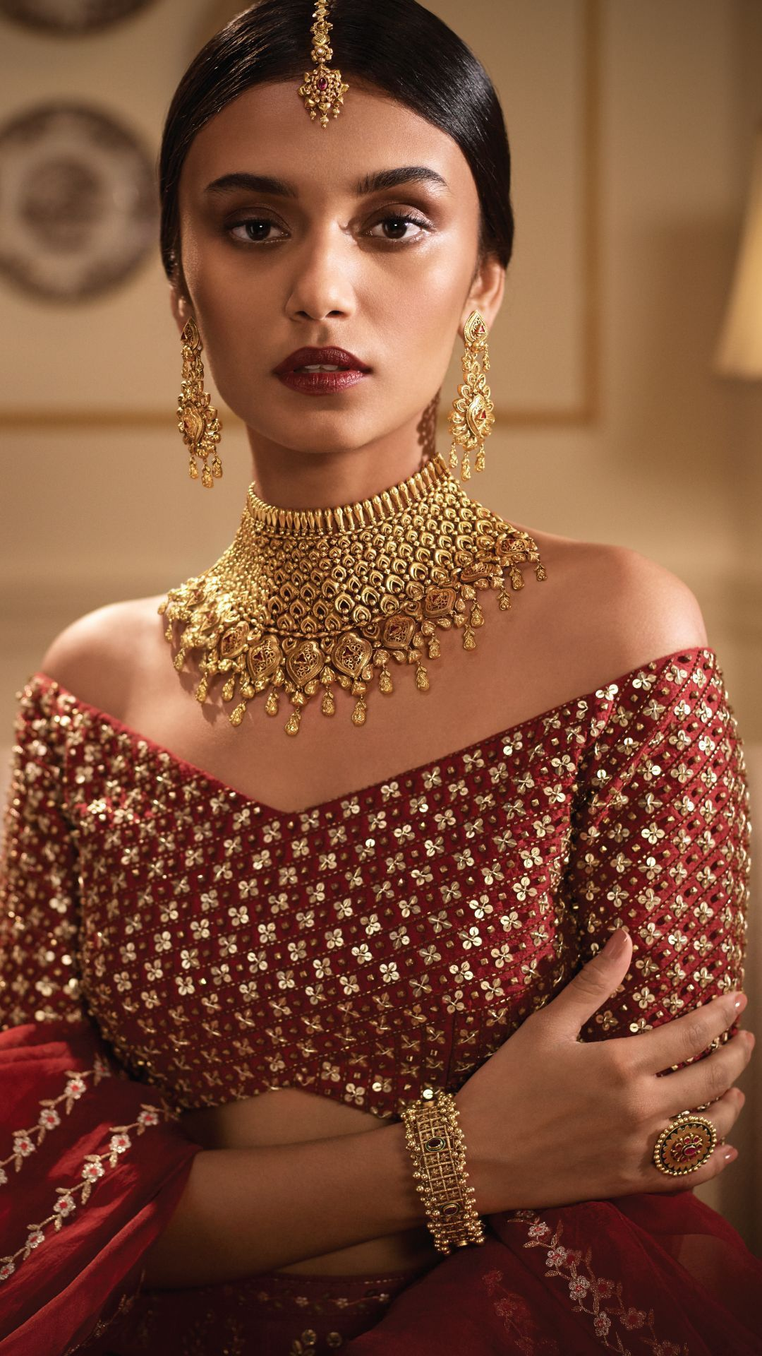 Modern gold jewellery in contemporary bridal style