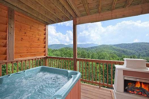 Whispering Creek A Gorgeous Cabin That Sleeps 4 Gatlinburg Vacation Elksprings Gatlinburg Cabin Rentals Luxury Cabin Honeymoon Bedroom