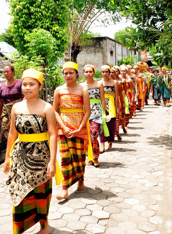 Pakaian Adat Wanita Toraja Adalah