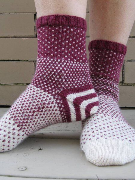 Free sock knitting pattern Disappearing Act from Knit Purl Hunter ...