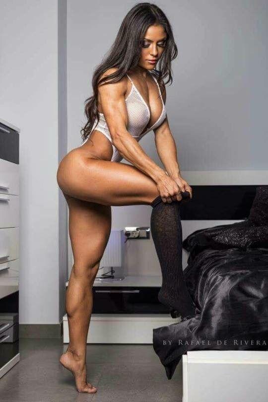 mujeres chupando muscular