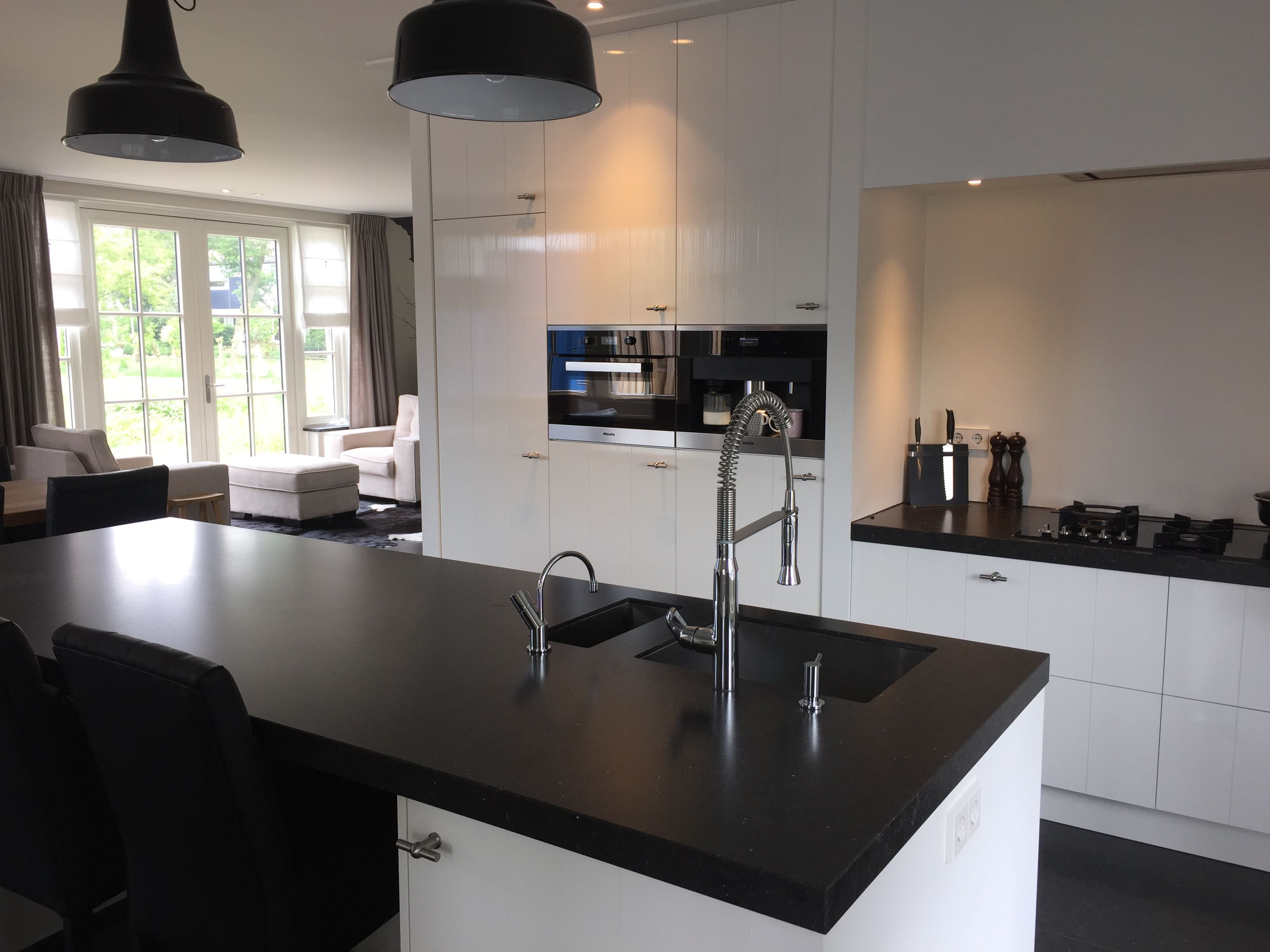 Keukenontwerp gemaakt tijdens de bouw van de woning belgisch hardsteen witte keuken hanglamp - Keukenontwerp ...