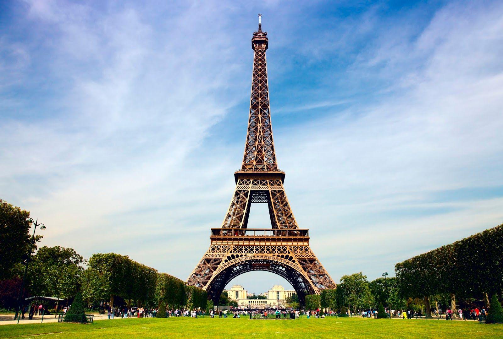 Menara Eiffel In Paris Eiffel Tower Tour Eiffel Paris Travel