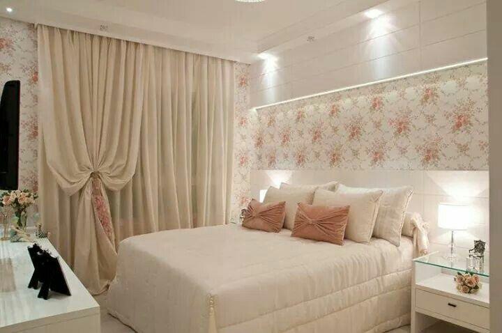 Quarto de casal branco com papel de parede floral delicado  ~ Quarto Vintage Casal