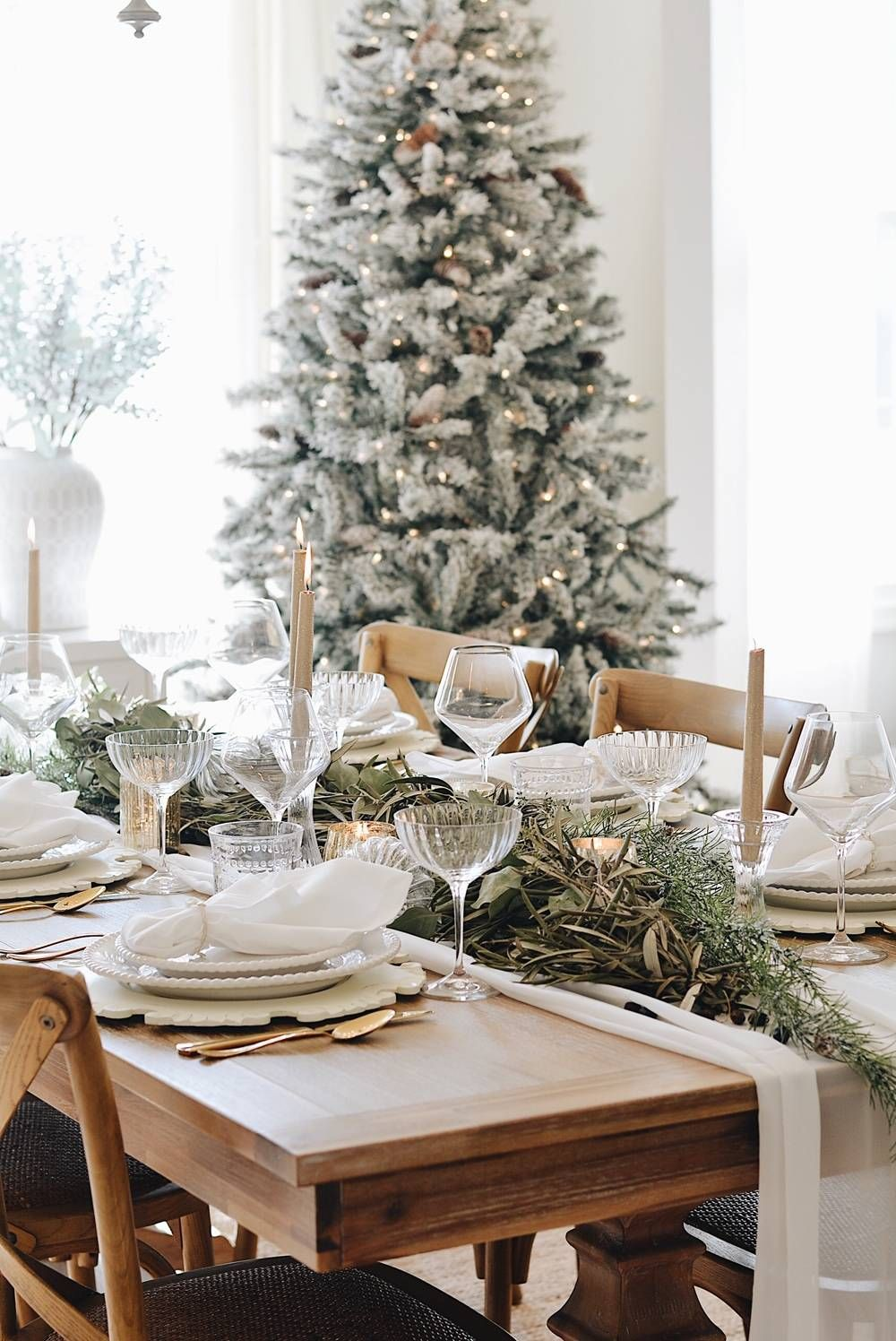 How To Create A Simple Christmas Tablescape The Pink Dream Christmas Table Centerpieces Elegant Christmas Decor Simple Christmas Decor