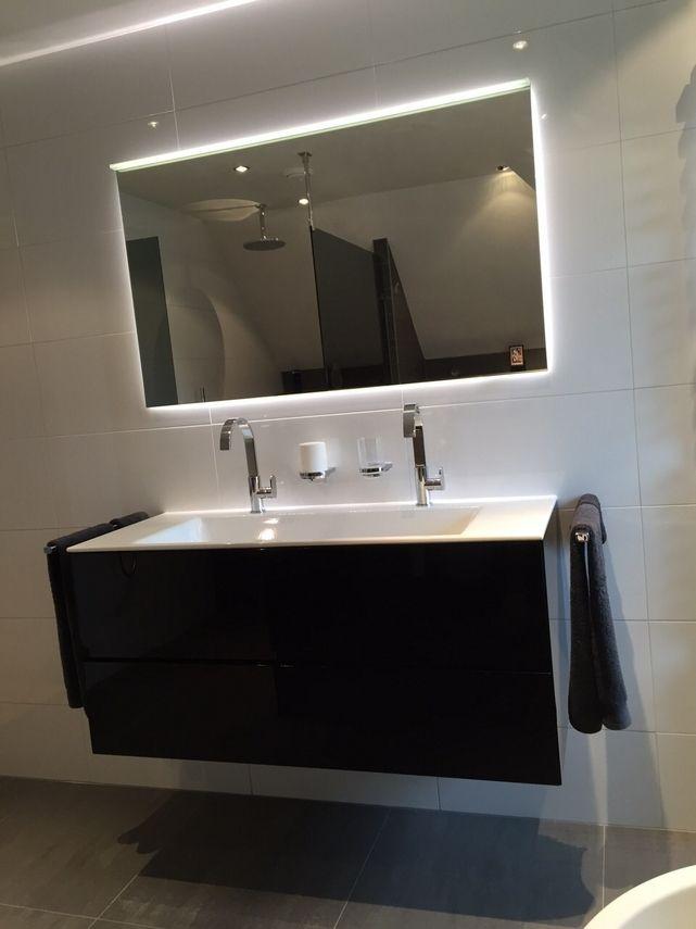Een meubel met verlichting door ons gemonteerd - Badkamers ...