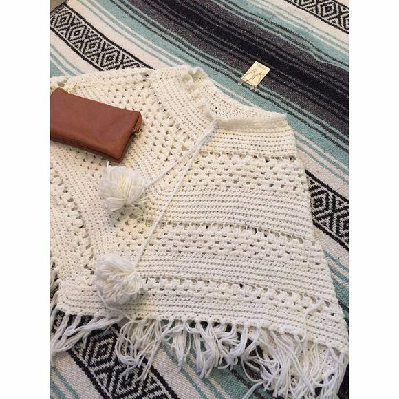 ❌SOLD❌ Vintage White Crochet Pom Poncho Cape | Tejido