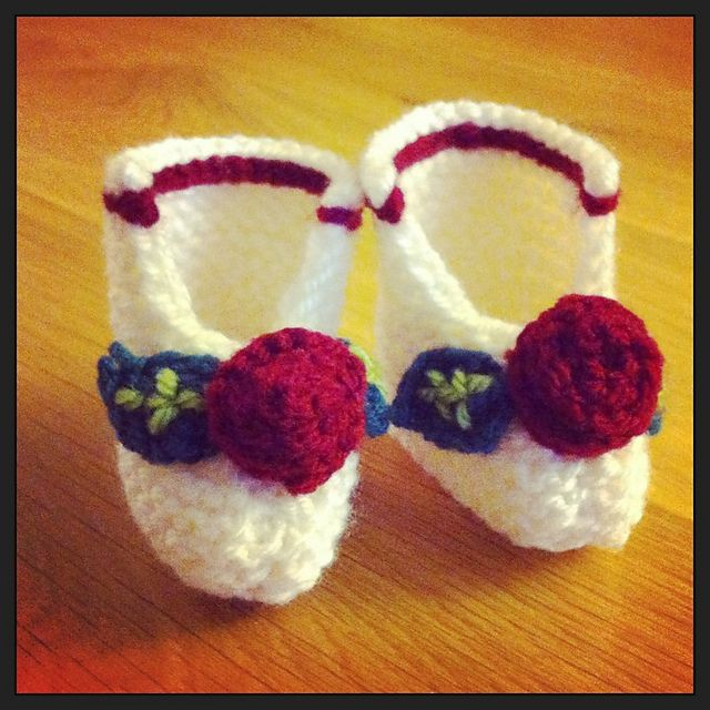 Ravelry: Indrayanis Red Rose Baby Booties | free knitting patterns I ...