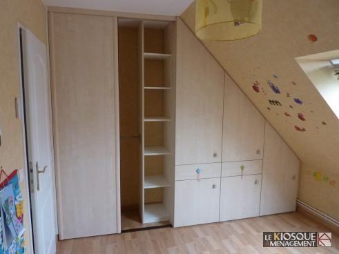 placard sous pente a portes battantes coulissantes et tiroirs - Le