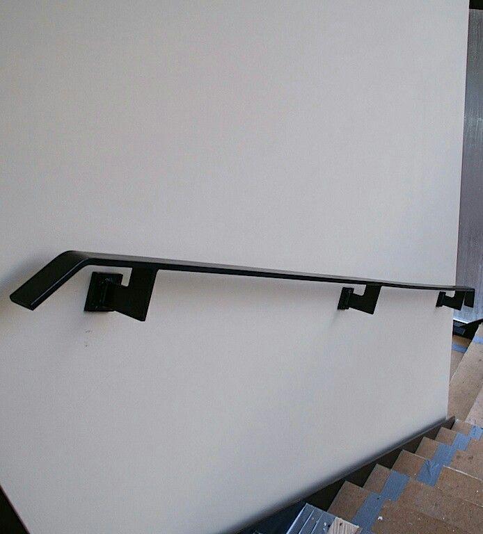 Zwart stalen leuning stalen trapleuning pinterest zwart trappen en trap leuning - Entreehal met trap ...