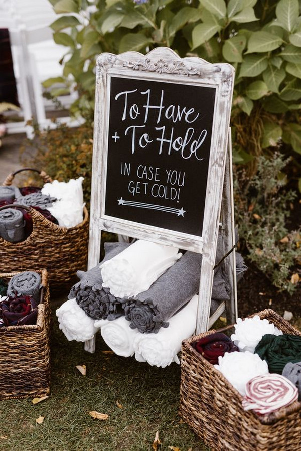21 Great Ways to Display Blankets for Fall and Winter Weddings