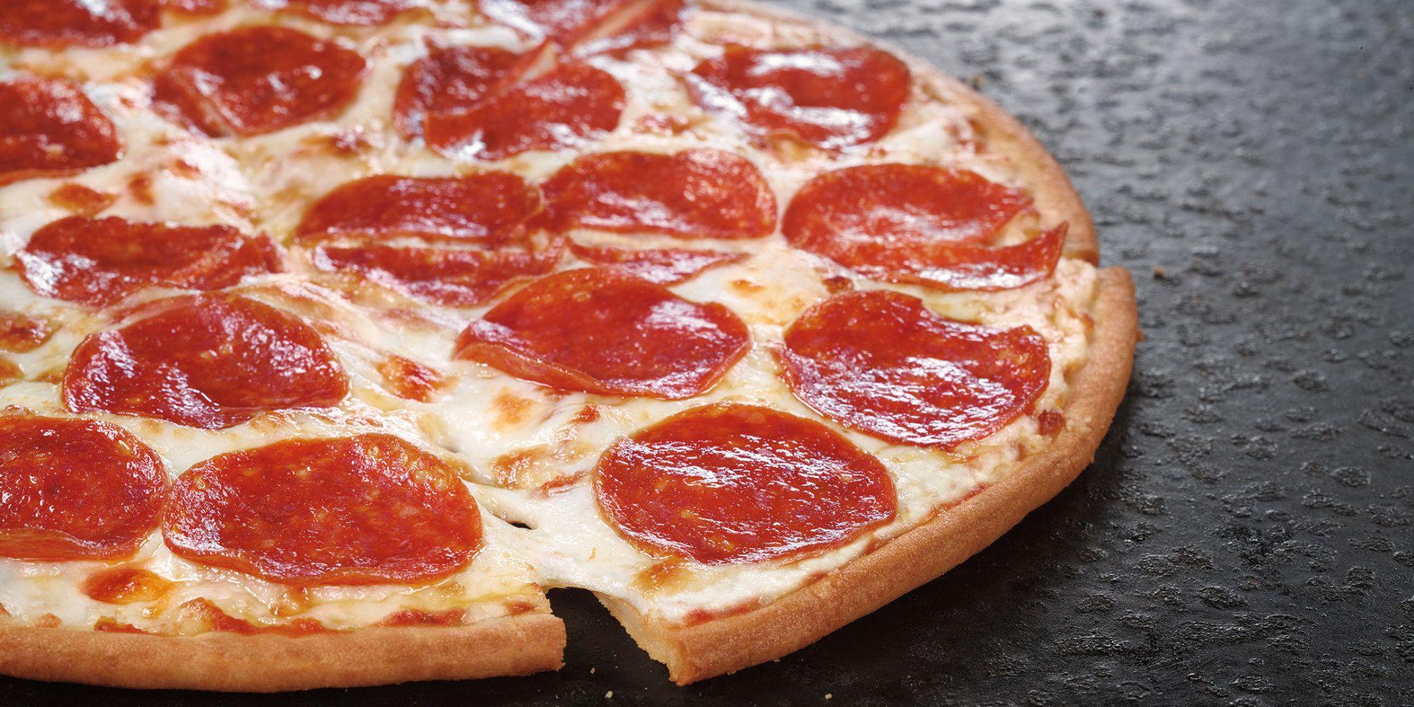 Pizza Hut S Got A New Gluten Free Pizza And They Re Not Fooling Around Gluten Free Pizza Gluten Free Restaurants Pizza Hut Gluten Free