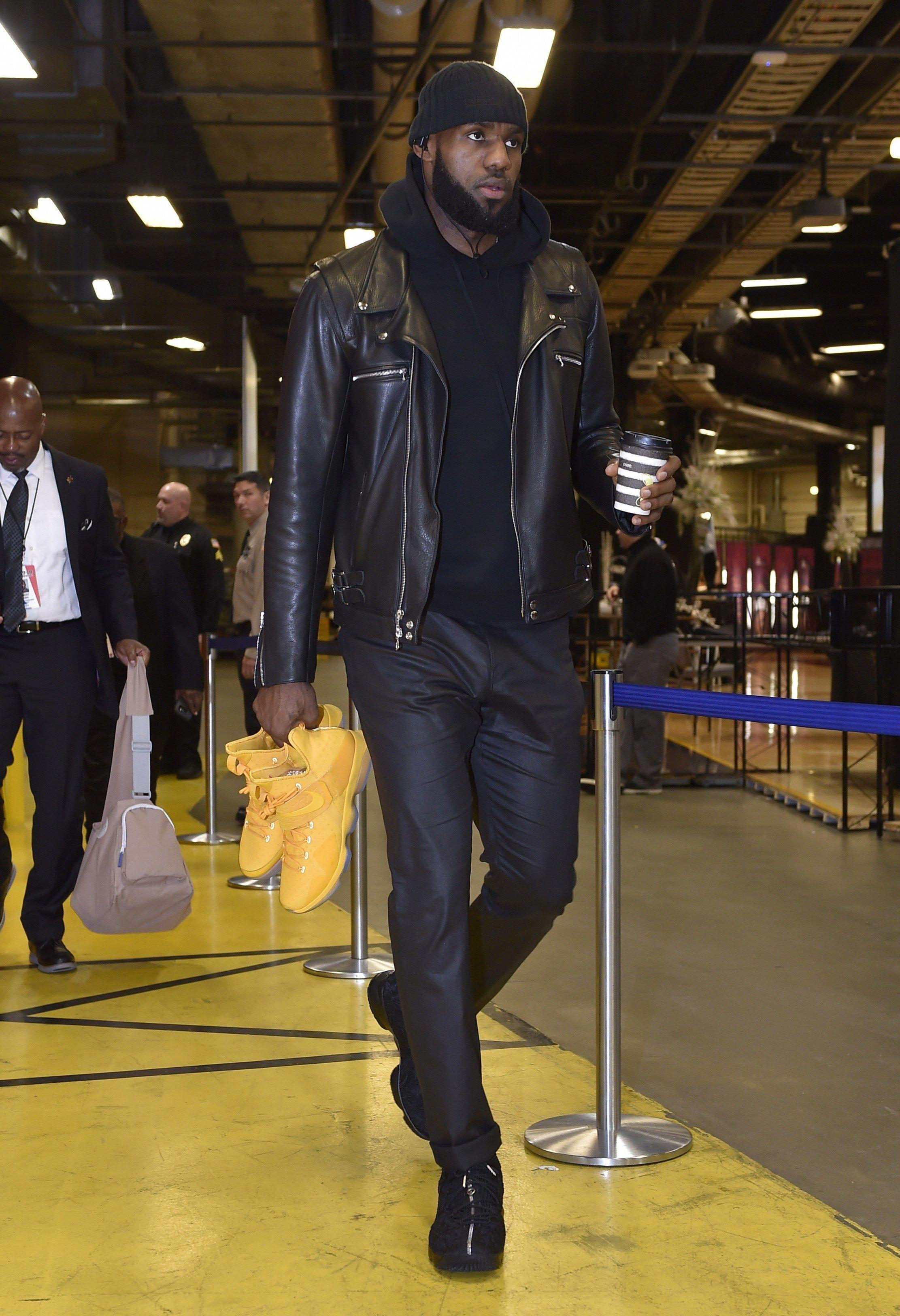 4b900f7968ae WHO  LeBron James Mens Fashion