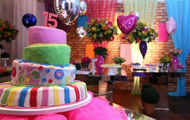 Balões metalizados, bolo colorido
