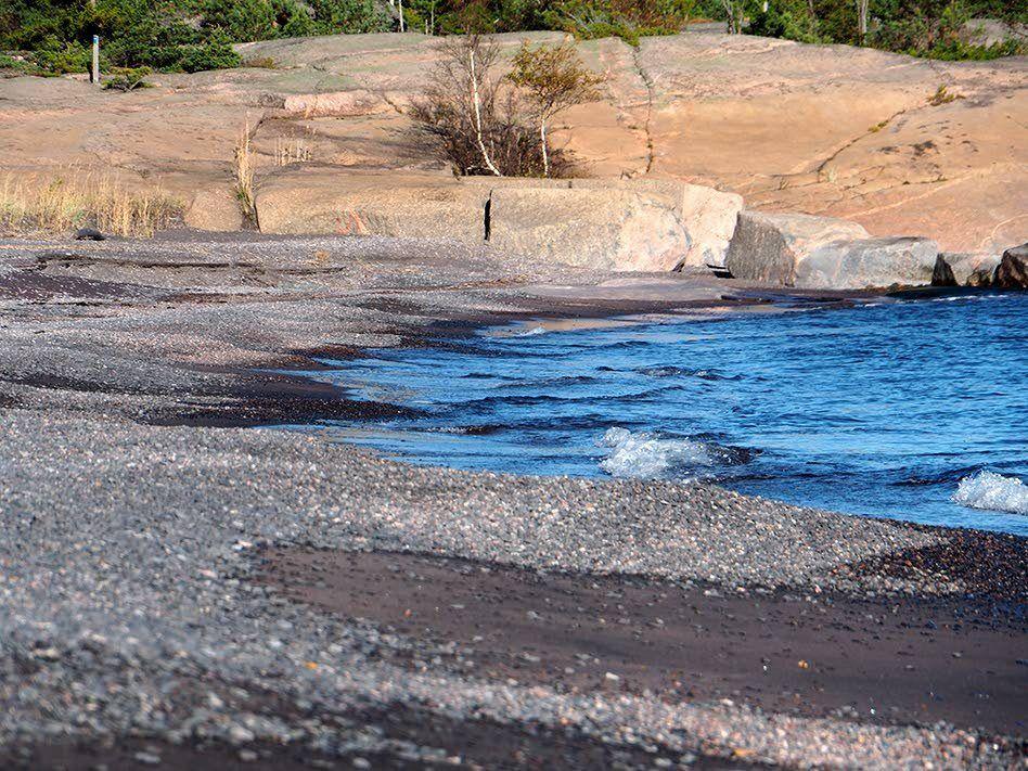 Omituisen Iron Beachin hiekka ei ole mitä tahansa hiekkaa.