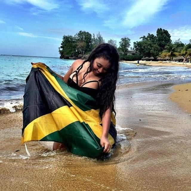 Jamaica 🇯🇲 l. Women with flag