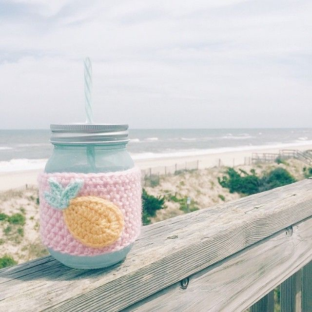 Anyone else rather be at the beach today?! Looks like our {PINEAPPLE} cozy is a perfect fit and is having a great time.  Thanks @kristy_tatum for sharing!