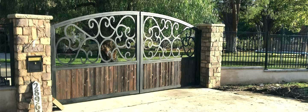 Wrought Iron Fence Panels Wholesale Gates Fences Metal Designs Driveway Canada A Canada Designs Drivew In 2020 Wrought Iron Fences Metal Fence Panels Fence Design