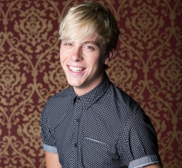 Riker at the R5 photoshoot