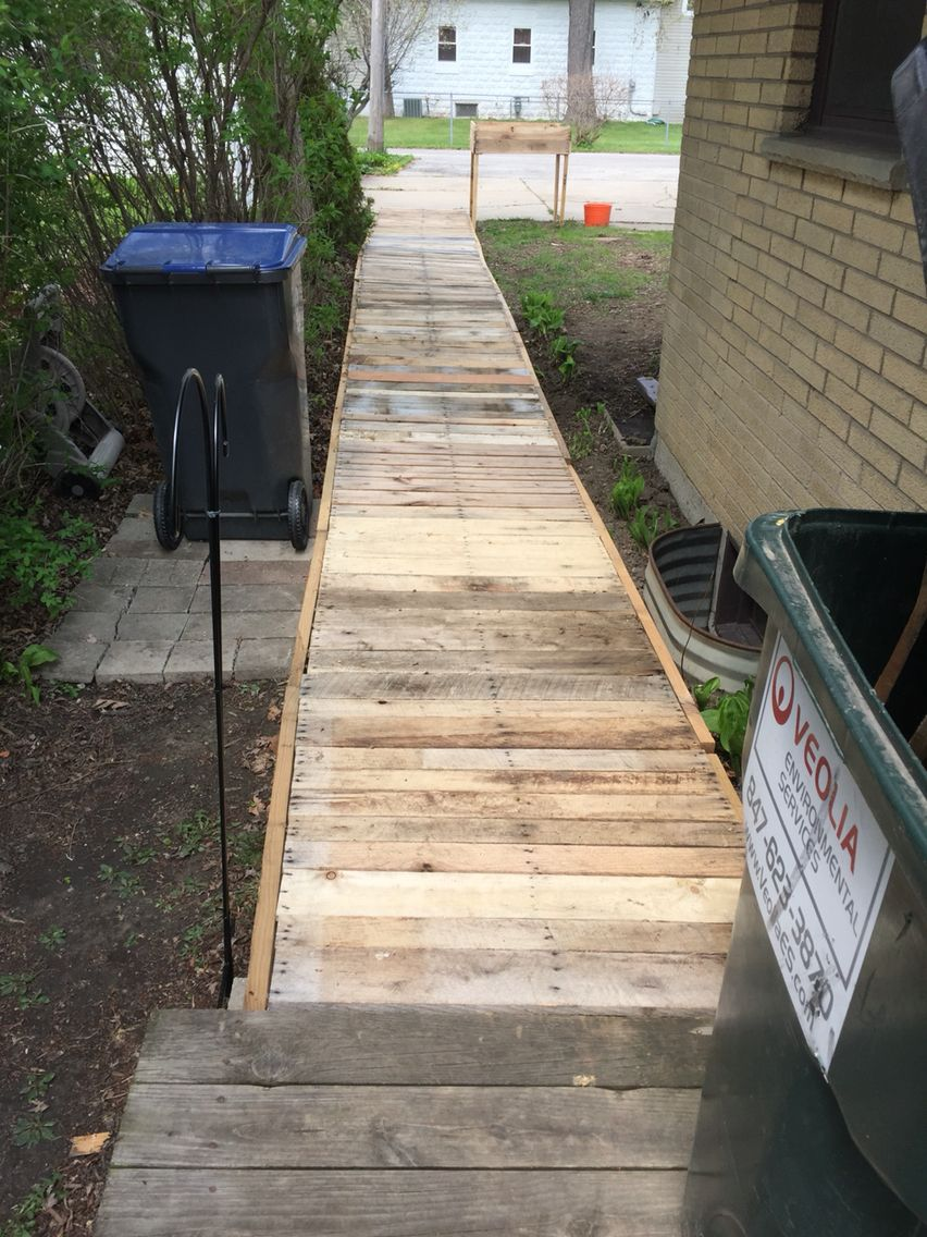 Pallet Walkway For My Front Area To The Front Door Pool Garten Terrasse Aus Paletten Selbermachen Garten
