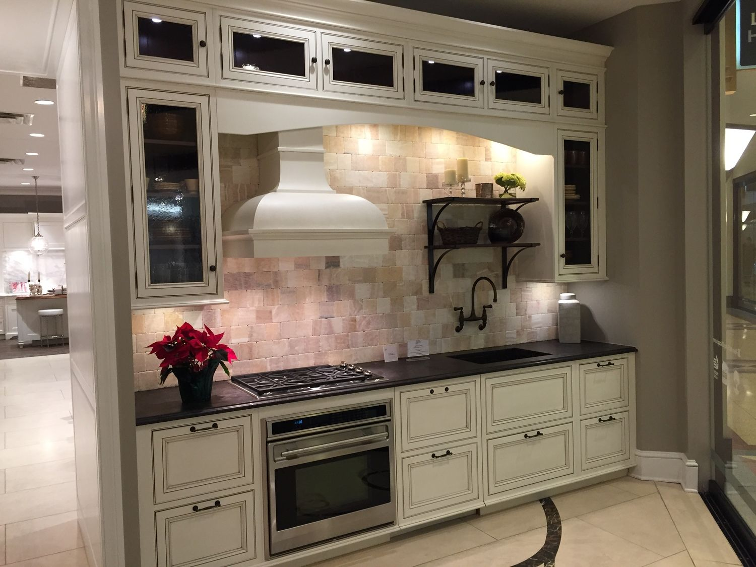 Pre Owned Display Plain And Fancy Latte Kitchen Design Green Kitchen Kitchen