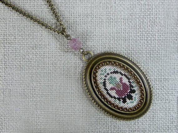 Floral bordado colgante collar de estilo Vintage colgante