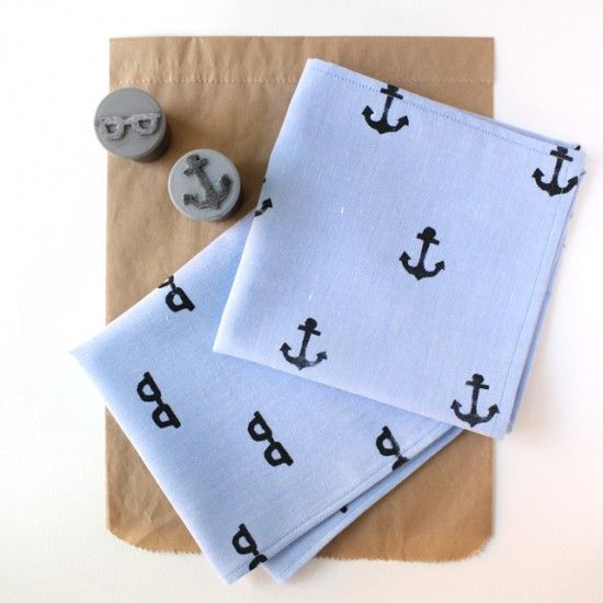 Love this DIY for hand stamping fabric!!
