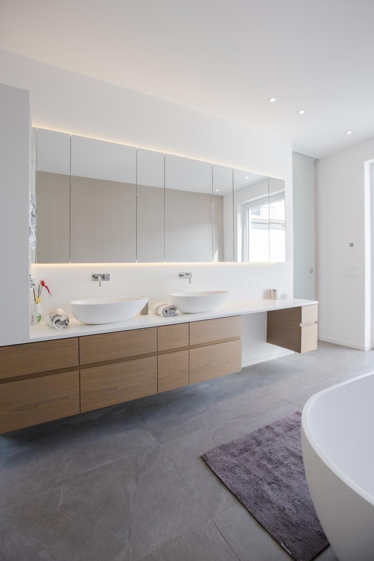 Waschtisch Mit Indirekt Beleuchtetem Spiegelschrank Bauen Badezimmer Spiegelschrank Und Badezimmer Natur