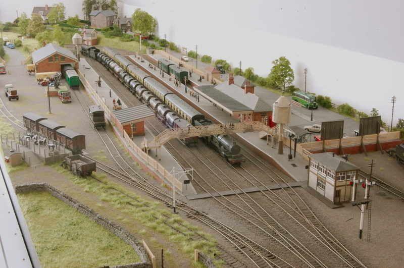 00 Gauge Railway Layouts Google Zoeken Model Train Layouts Model Railway Model Trains
