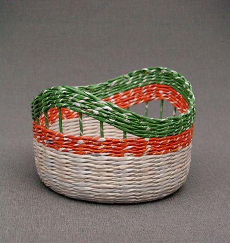 Paper basket by BluReco http://blureco.blogspot.co.uk/2012/04/papierowa-wiklina-z-kropka.html