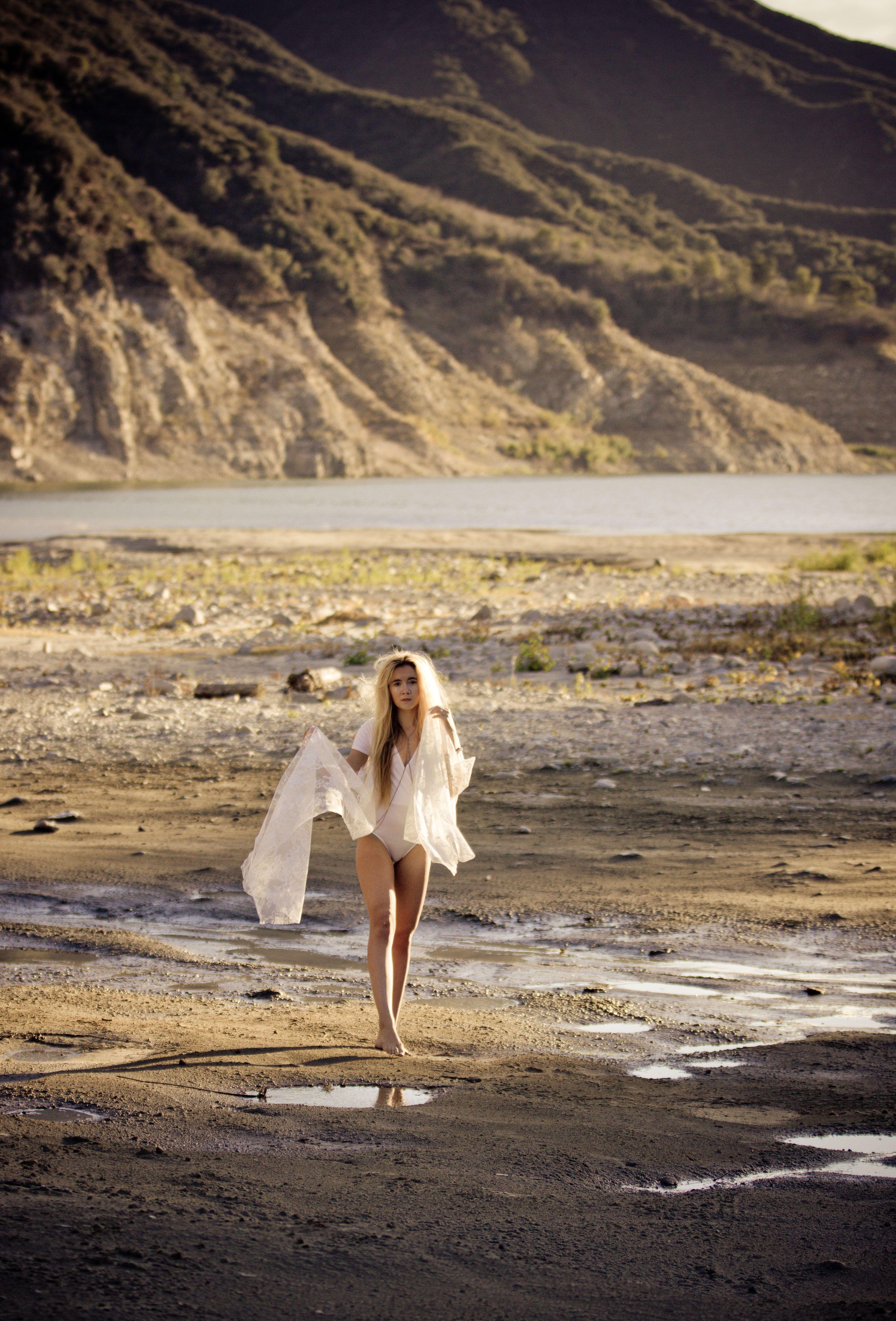 Model Desert River Water White Lace Barefoot Hair