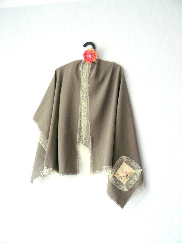 Etole Romantique,Grand Foulard Couleur Kaki Clair et Dentelle Jaune    Echarpe, foulard, cravate par mon-armoire-jolie 9ba7d6f07d7
