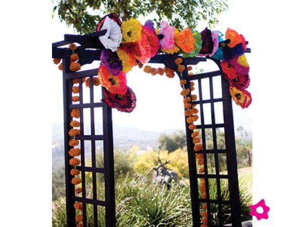 Flores de papel para decoración de boda mexicana