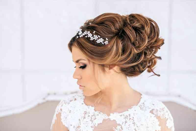 Ideen Fur Brautfrisuren Offen Halboffen Oder Hochgesteckt Brautfrisuren Mit Schleie Headband Hairstyles Wedding Guest Hairstyles Long Wedding Hair Inspiration
