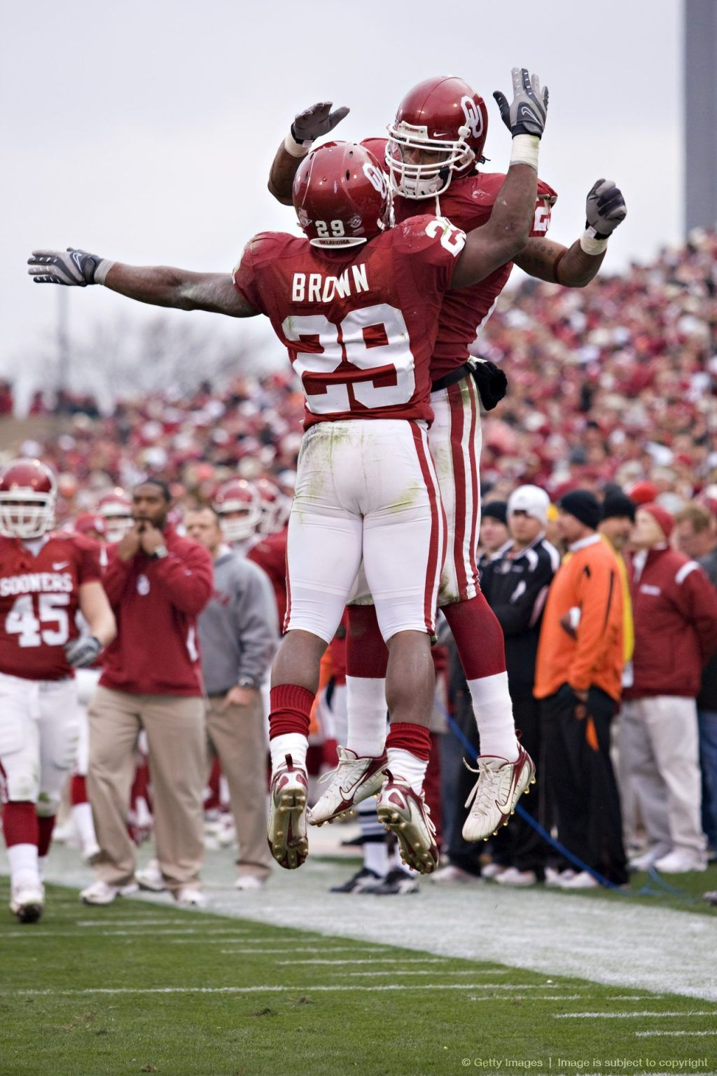 Image Detail For Norman Ok November 24 Chris Brown 29 Of The Oklahoma Sooners Celebrates Aft Oklahoma Memorial Oklahoma Sooners Oklahoma Sooners Football