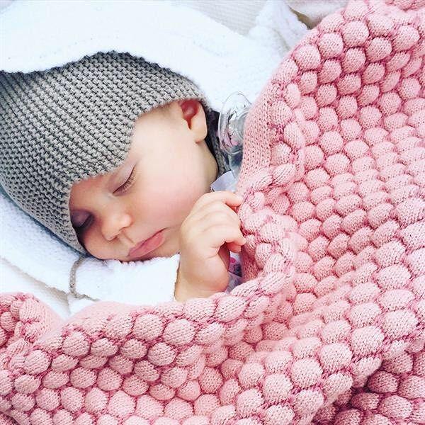 Mooie kleuren en zó zacht! We zijn smoorverliefd op de nieuwe Joolz essentials lijn. En jij? #joolzessentials #joolz #loveprenatal #newborn #babylove #baby