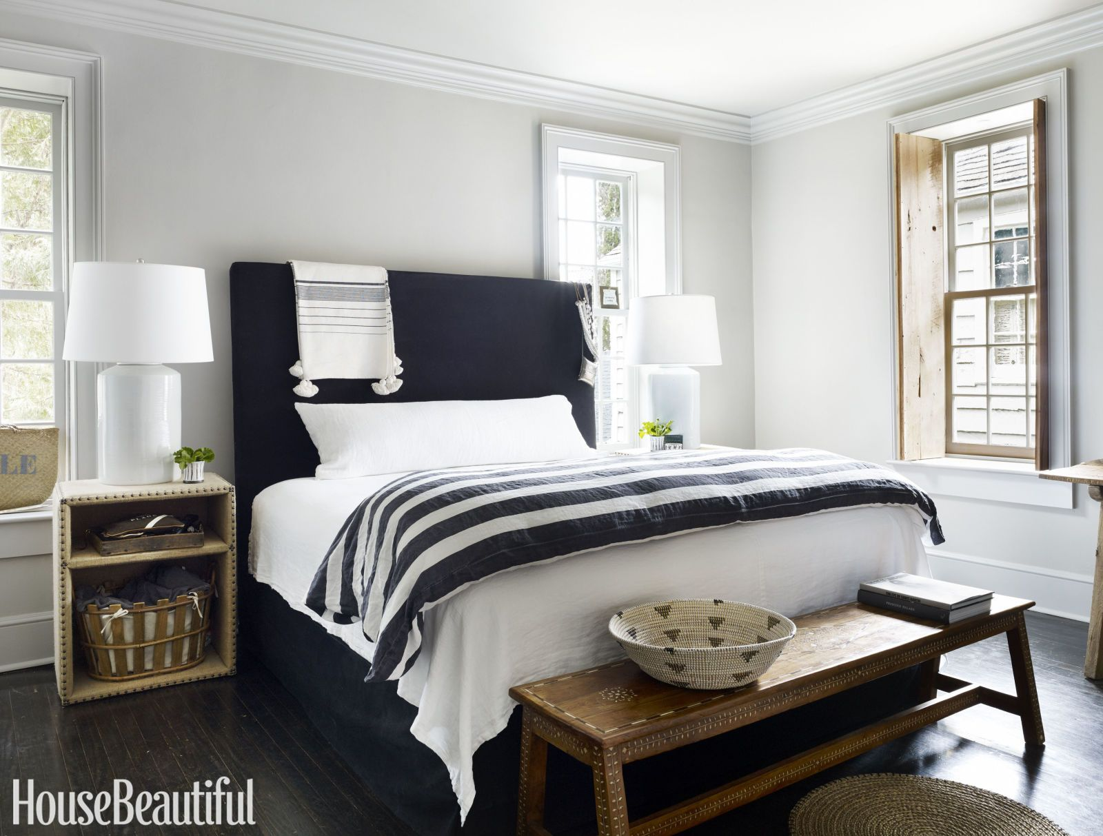 This Charleston Charmer Uses Just One Color Bedroom Design Home Farm House Living Room