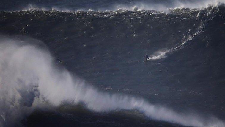 Sanchis surfa maior onda de sempre - Modalidades - Correio da Manhã
