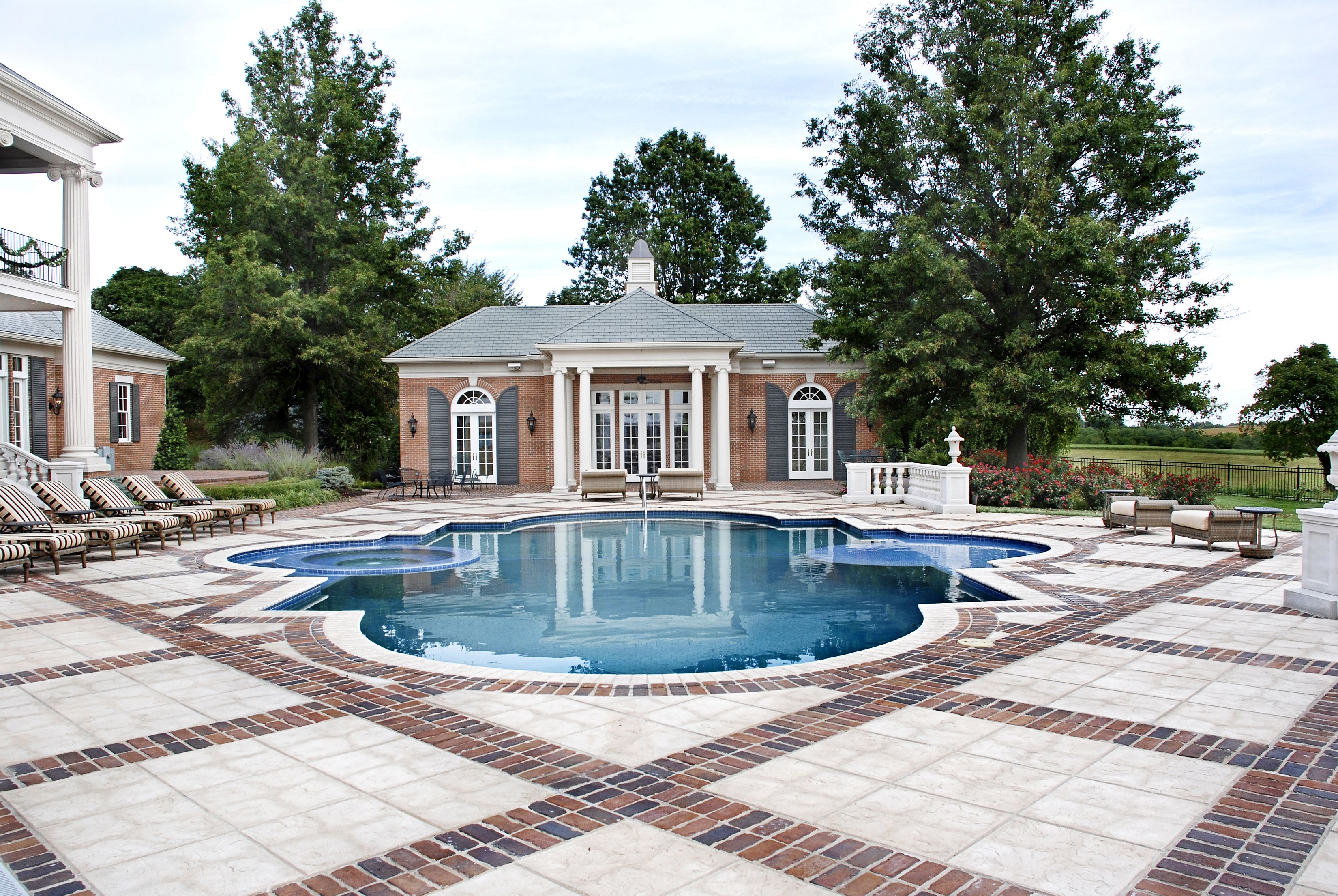 Nspjarchitects Pool Residential Residentialpool Exterior Home Backyard Backyardinspo Poolinspo Traditional Brick Home Antebellum Home Red Brick House