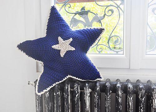Ravelry: Le coussin étoile double face pattern by Julypouce tricote