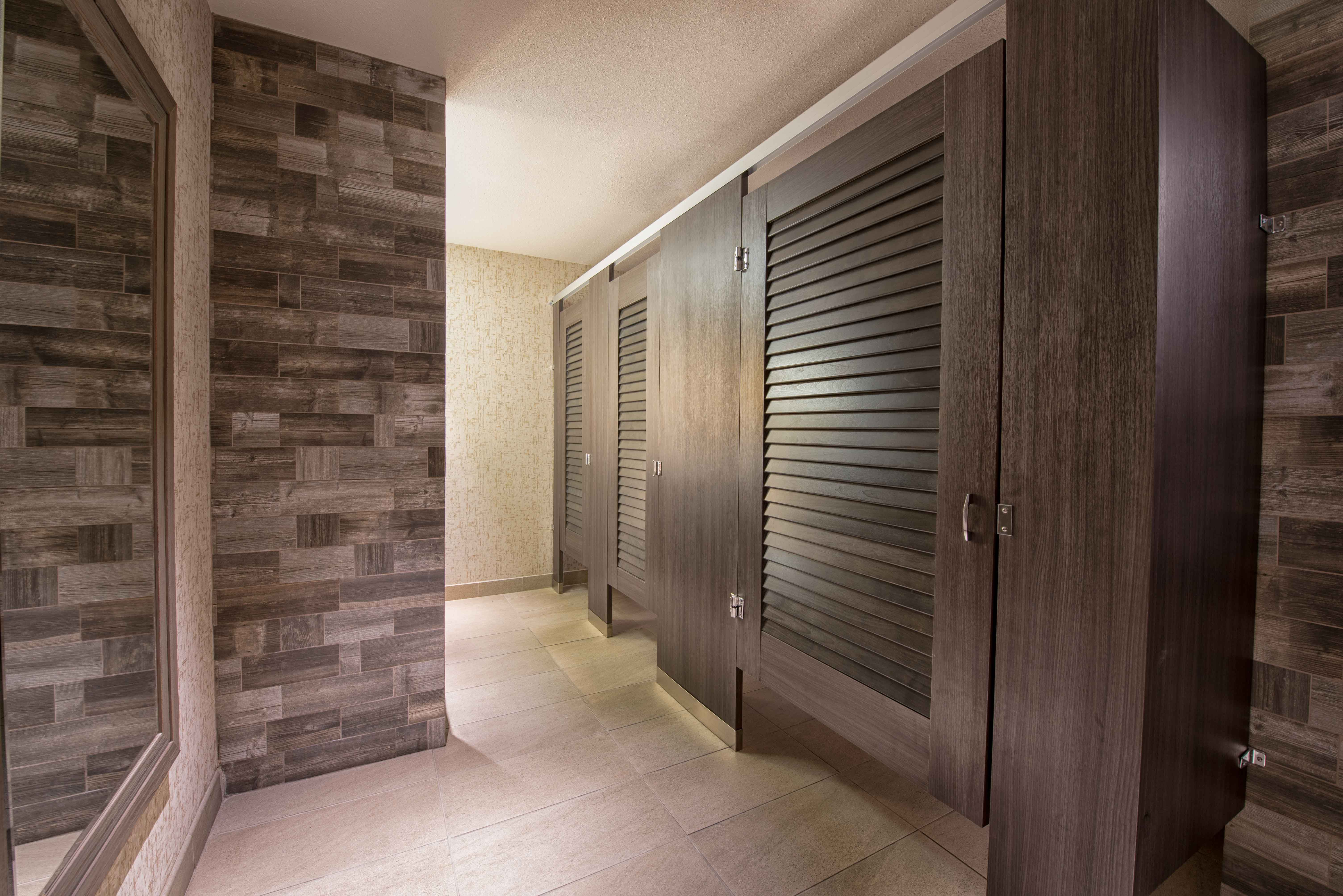 Ironwood Manufacturing Laminate Toilet Partitions And Louvered