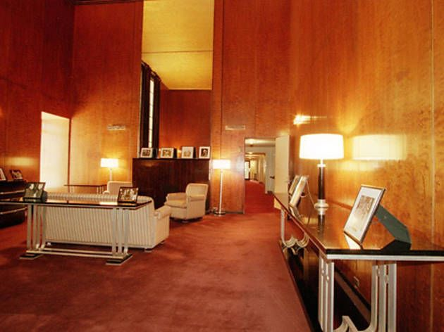 Eight things in nyc you can only do on guided tours radio city music hallart deco